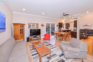Photo 5: 680 Strandlund Ave in VICTORIA: La Mill Hill Row/Townhouse for sale (Langford)  : MLS®# 803440