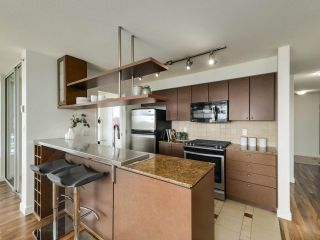 """Photo 7: 902 1495 RICHARDS Street in Vancouver: Yaletown Condo for sale in """"AZURA II"""" (Vancouver West)  : MLS®# R2570710"""