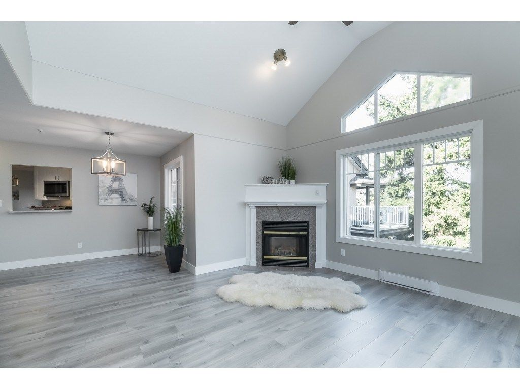 """Main Photo: 406 20288 54 Avenue in Langley: Langley City Condo for sale in """"Langley City"""" : MLS®# R2432392"""