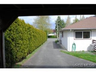 Photo 4: 1029-1031 Colville Rd in VICTORIA: Es Rockheights Full Duplex for sale (Esquimalt)  : MLS®# 535043