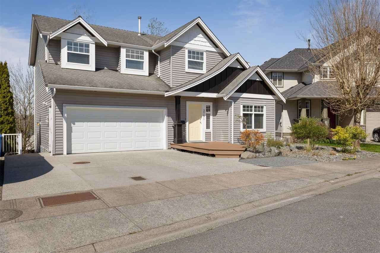Main Photo: 3781 SHERIDAN Place in Abbotsford: Abbotsford East House for sale : MLS®# R2568322