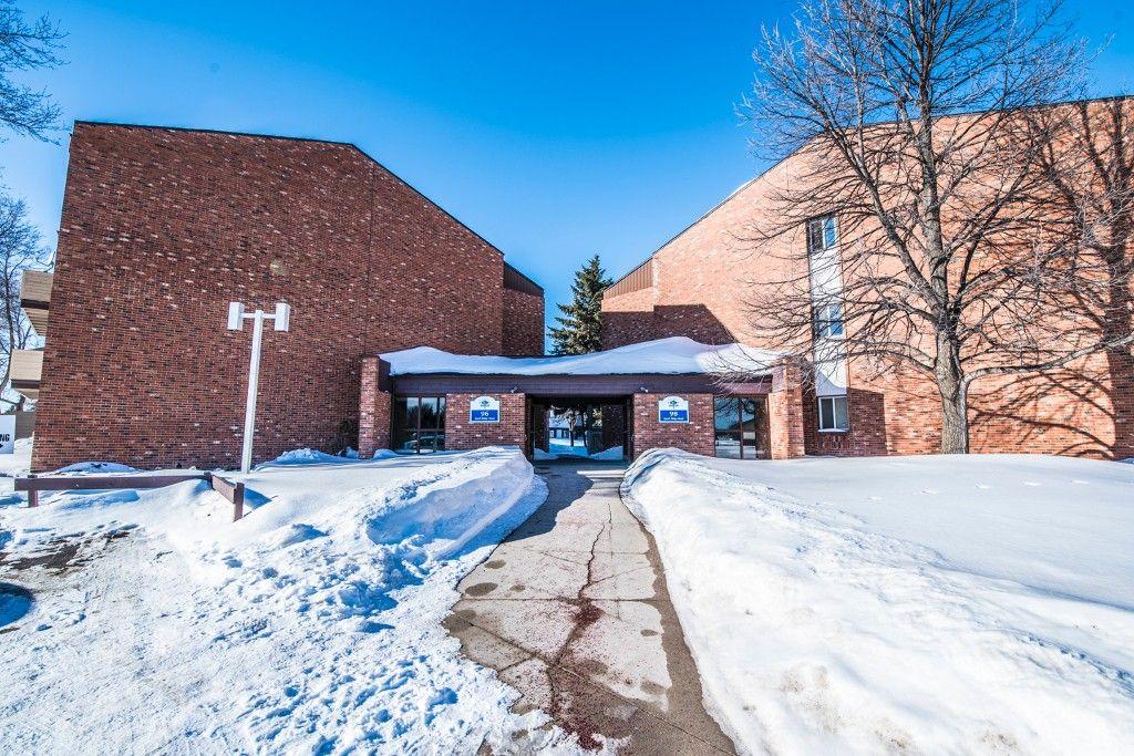 Main Photo: 915 96 Quail Ridge Road in Winnipeg: Crestview Condominium for sale (5H)  : MLS®# 1703024
