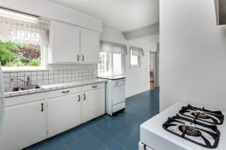 """Photo 7: 334 OLIVER Street in New Westminster: Queens Park House for sale in """"Queens Park"""" : MLS®# R2589086"""