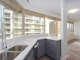 """Photo 8: 911 1177 HORNBY Street in Vancouver: Downtown VW Condo for sale in """"LONDON PLACE"""" (Vancouver West)  : MLS®# R2403414"""