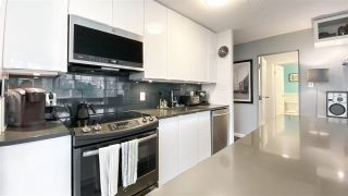 """Photo 7: 404 31 ELLIOT Street in New Westminster: Downtown NW Condo for sale in """"Royal Albert"""" : MLS®# R2535793"""