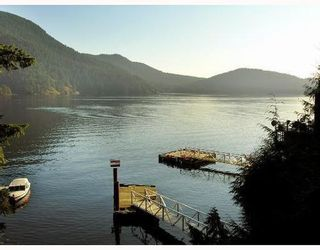 Photo 1: 321 SASAMAT Lane in North Vancouver: Woodlands-Sunshine-Cascade Home for sale ()  : MLS®# V759715
