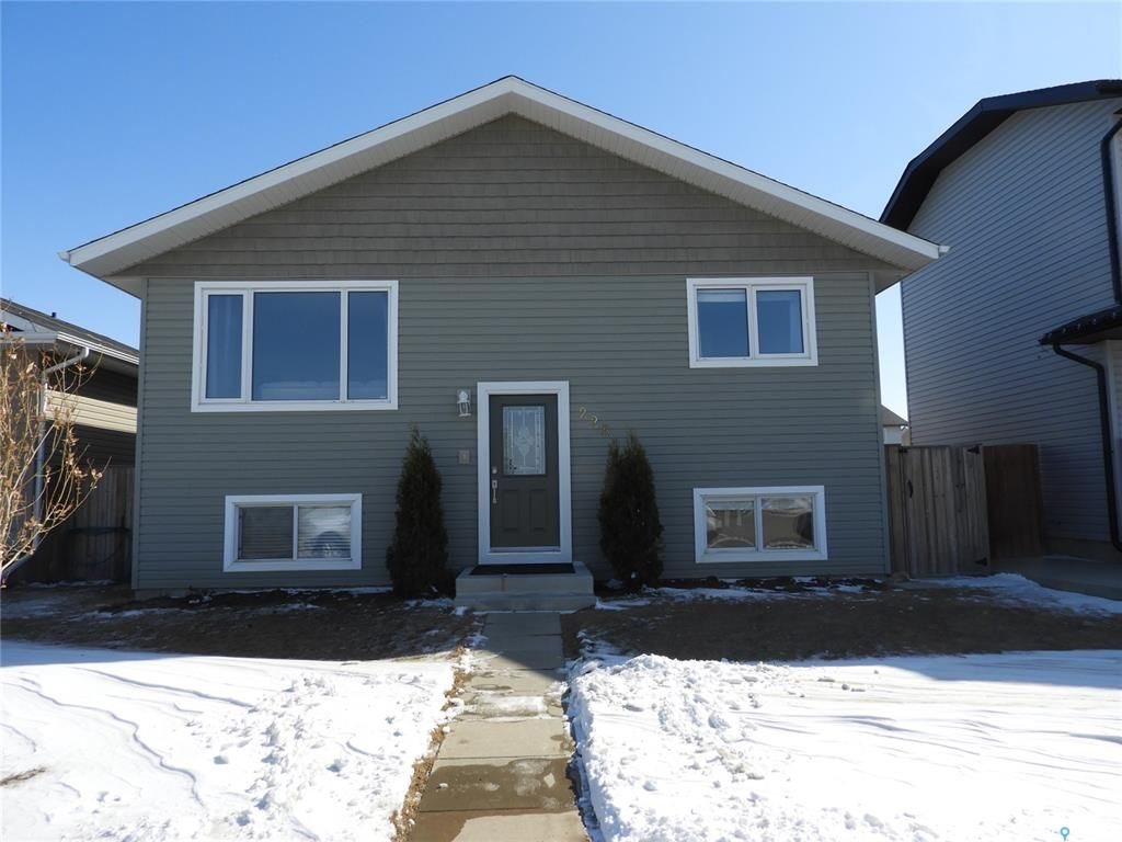 Main Photo: 228 Warwick Crescent in Warman: Residential for sale : MLS®# SK848733