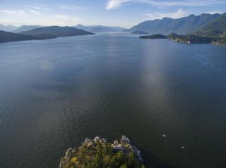 "Photo 2: 21 - 22 PASSAGE Island in West Vancouver: Howe Sound House for sale in ""PASSAGE ISLAND"" : MLS®# R2412224"