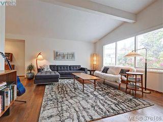 Photo 2: 3552 Kelsey Pl in VICTORIA: OB Henderson House for sale (Oak Bay)  : MLS®# 759345