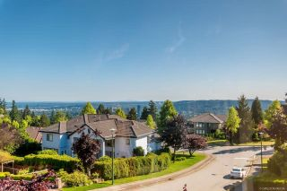 Photo 2: 3065 YELLOWCEDAR Place in Coquitlam: Westwood Plateau House for sale : MLS®# R2592687