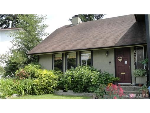 Main Photo: 523 Leaside Pl in VICTORIA: SW Glanford House for sale (Saanich West)  : MLS®# 695489