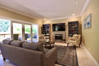 """Photo 12: 2683 NORTHCREST Drive in Surrey: Sunnyside Park Surrey House for sale in """"Woodshire Park"""" (South Surrey White Rock)  : MLS®# R2487213"""