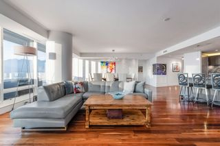 """Photo 4: 3706 1011 W CORDOVA Street in Vancouver: Coal Harbour Condo for sale in """"Fairmont Residences"""" (Vancouver West)  : MLS®# R2597737"""