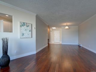 Photo 7: 402 2550 Bevan Ave in : Si Sidney South-East Condo for sale (Sidney)  : MLS®# 860006
