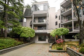"Photo 1: 318 1740 SOUTHMERE Crescent in Surrey: Sunnyside Park Surrey Condo for sale in ""Spinnaker II"" (South Surrey White Rock)  : MLS®# R2319448"