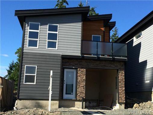 Main Photo: 911 Nel Hamerton Pl in VICTORIA: La Florence Lake House for sale (Langford)  : MLS®# 676435