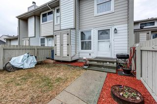 Photo 1: 1126 KNOTTWOOD Road E in Edmonton: Zone 29 Townhouse for sale : MLS®# E4241225