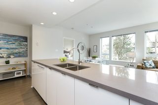 """Photo 7: 313 277 W 1 Street in North Vancouver: Lower Lonsdale Condo for sale in """"West Quay"""" : MLS®# R2252206"""