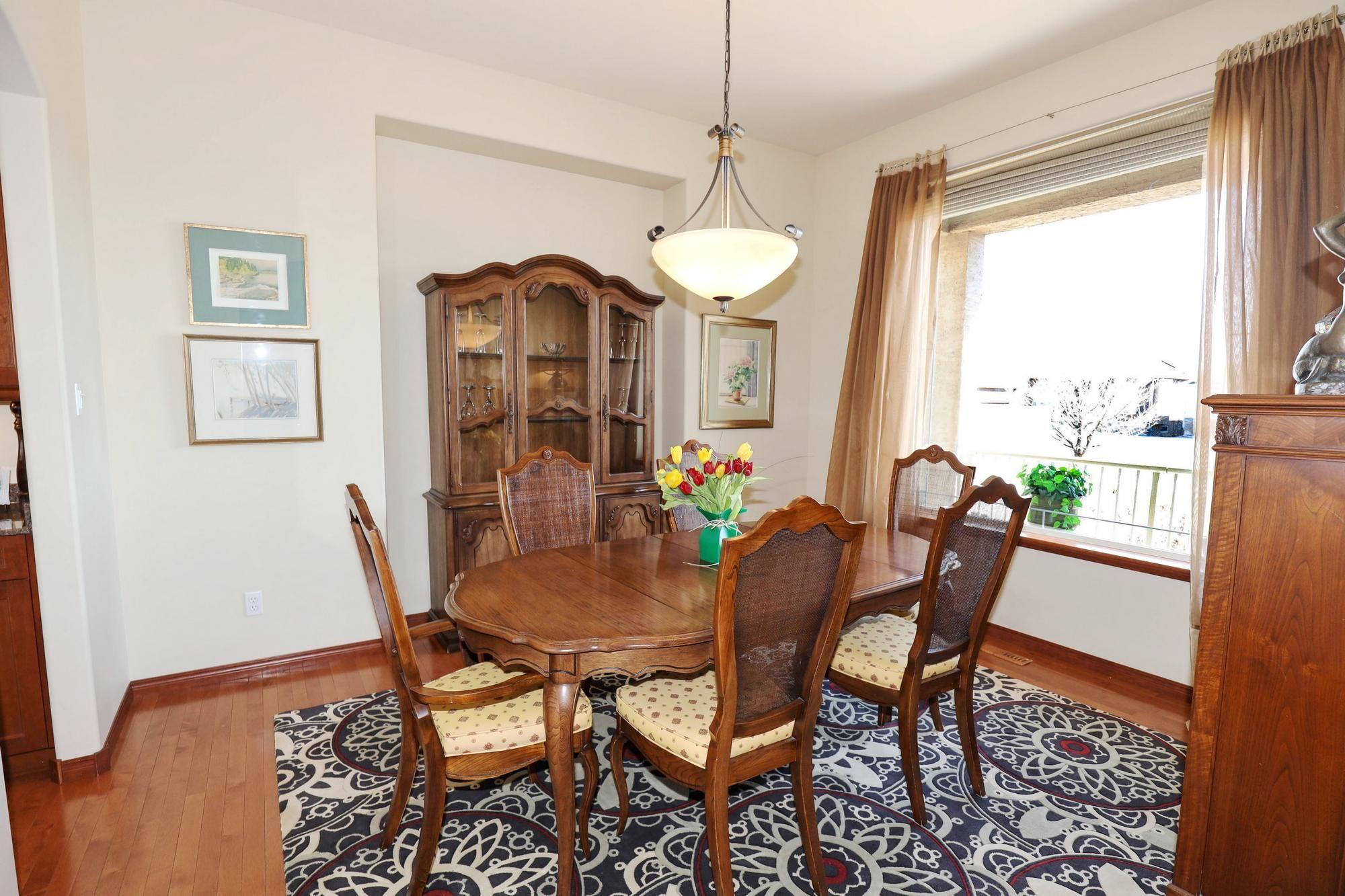 Photo 11: Photos: 7 Castle Ridge Drive in Winnipeg: Linden Ridge Single Family Detached for sale (1M)  : MLS®# 202107901