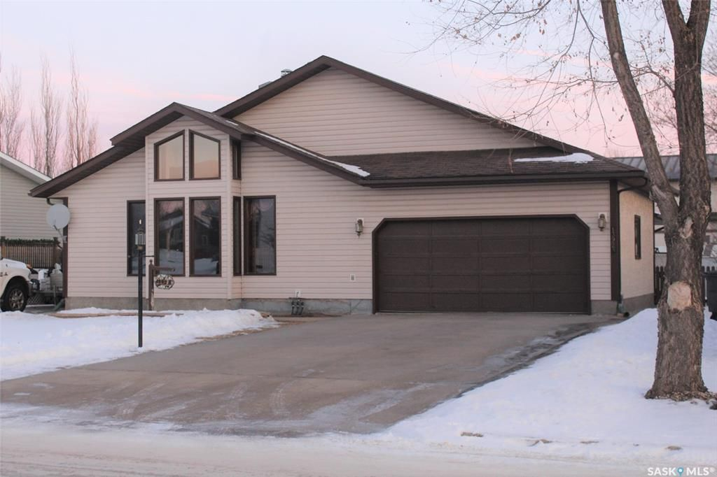 Main Photo: A 1392 Nicholson Road in Estevan: Pleasantdale Residential for sale : MLS®# SK838586
