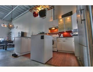 """Photo 2: 201 1220 E PENDER Street in Vancouver: Mount Pleasant VE Condo for sale in """"The Workshop"""" (Vancouver East)  : MLS®# V768292"""