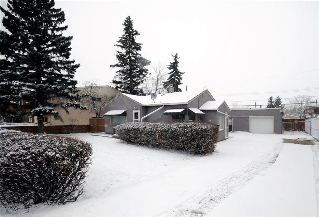 Main Photo: 7728 BOWNESS Road NW in Calgary: Bowness House for sale : MLS®# C4144465