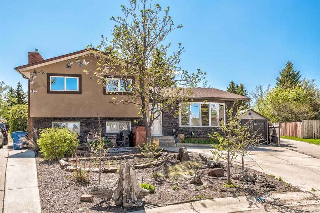 Main Photo: 20 Pineland Bay NE in Calgary: Pineridge Detached for sale : MLS®# A1108452