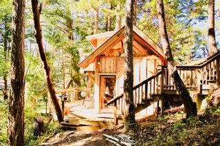 Photo 1: 618 EDITH POINT Road: Mayne Island House for sale (Islands-Van. & Gulf)  : MLS®# R2618897