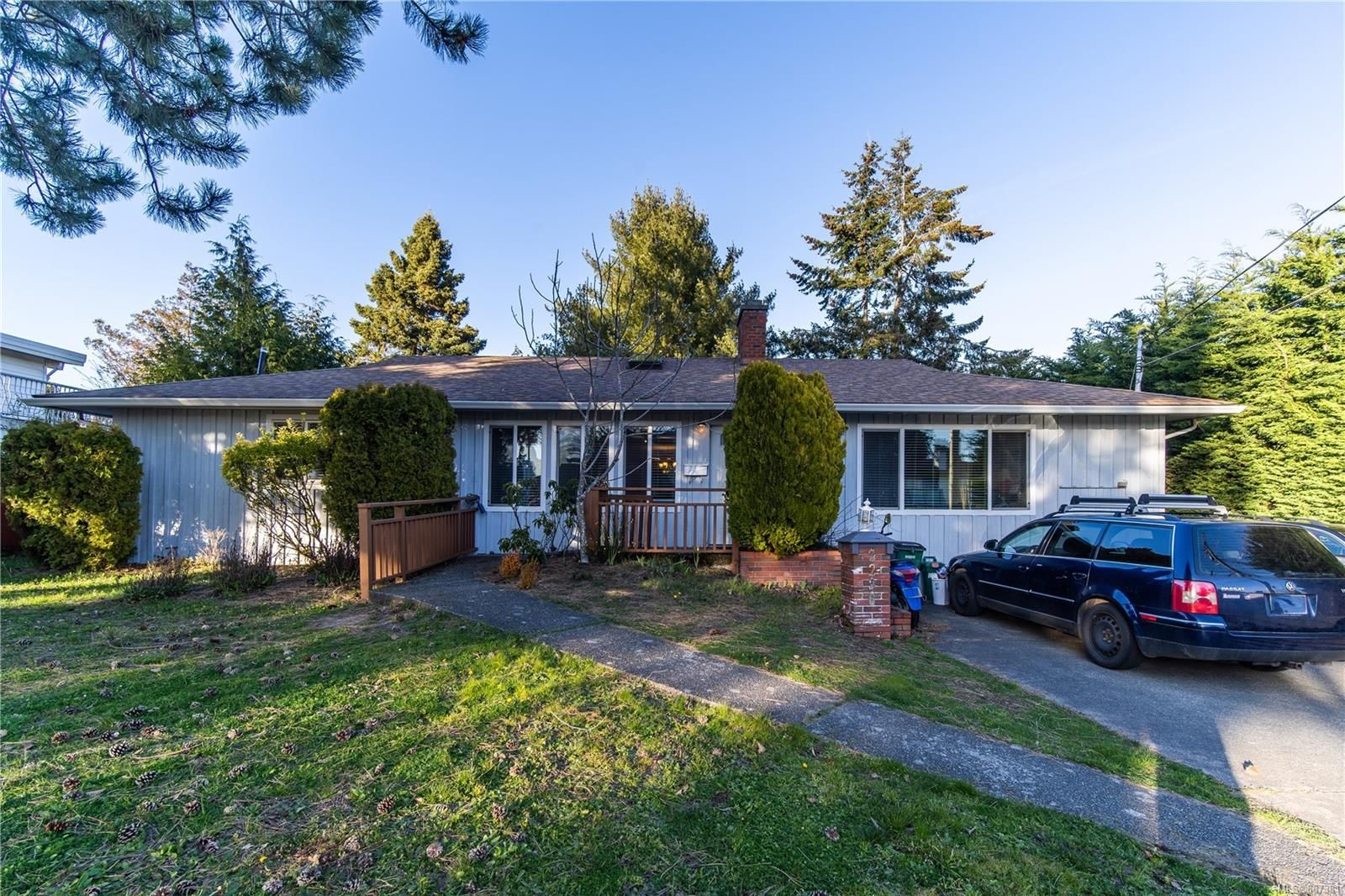 Main Photo: 2296 Edgelow St in : SE Gordon Head House for sale (Saanich East)  : MLS®# 867381