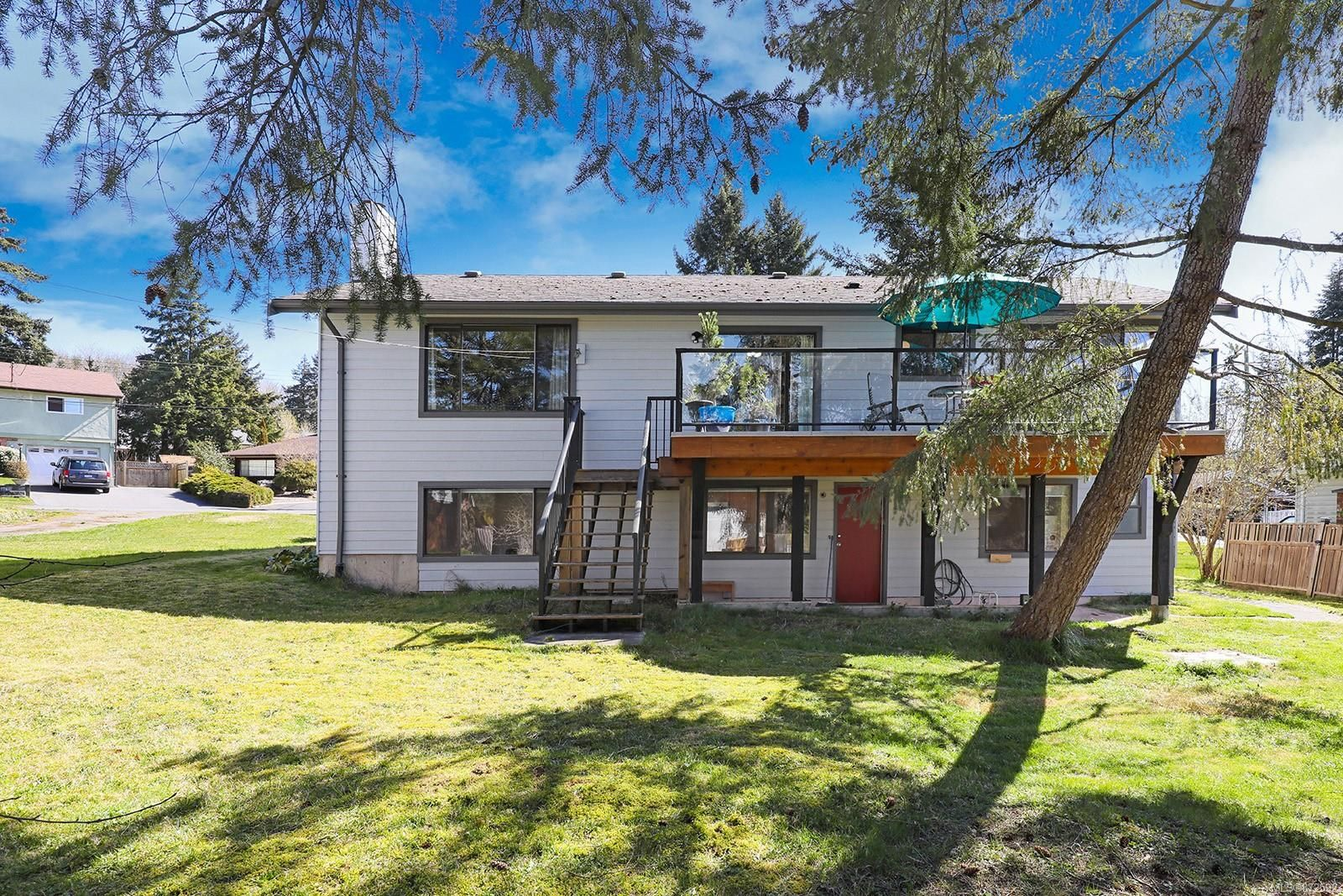 Photo 4: Photos: 1626 Valley Cres in : CV Courtenay East House for sale (Comox Valley)  : MLS®# 872592