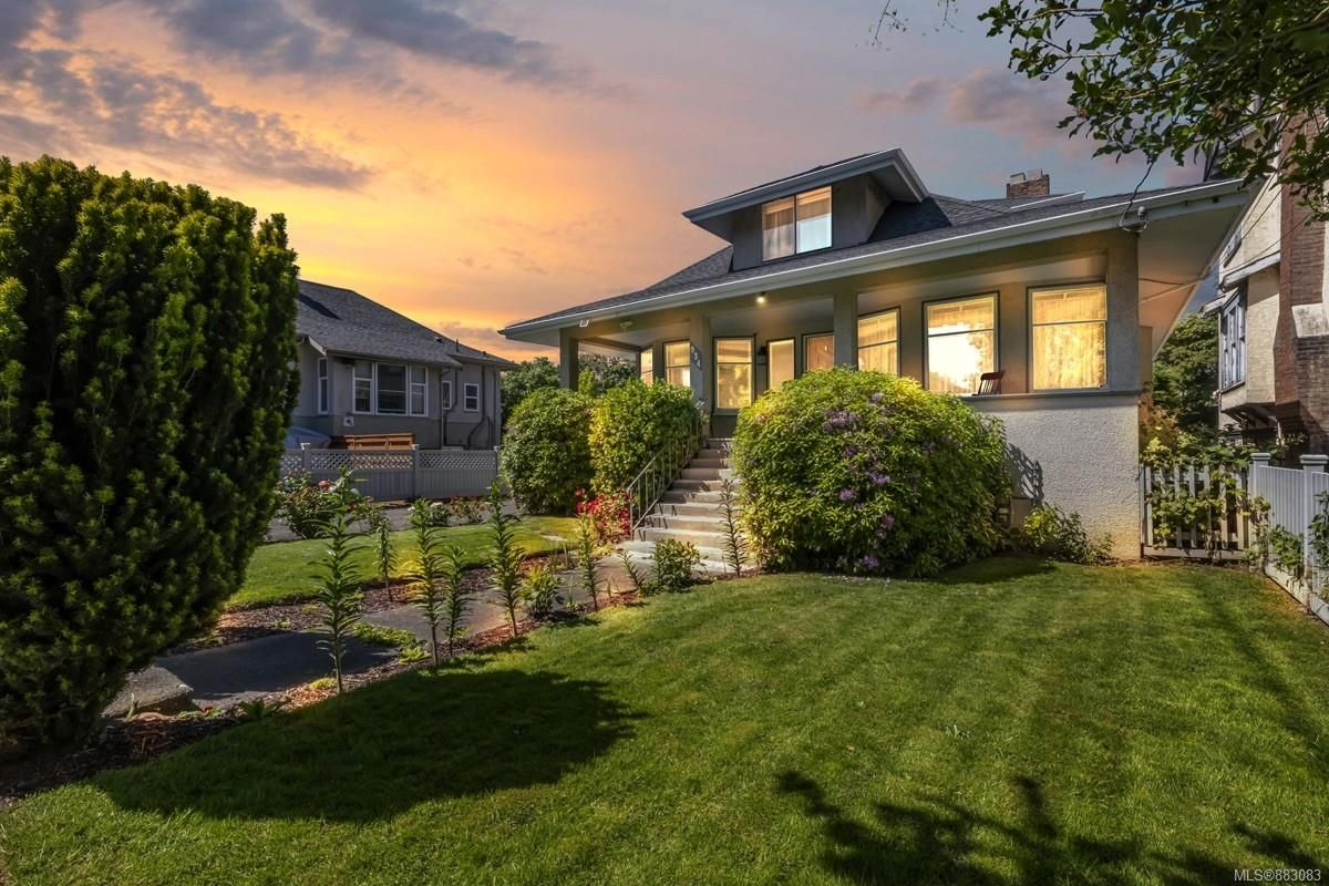 Main Photo: 934 Queens Ave in Victoria: Vi Central Park House for sale : MLS®# 883083