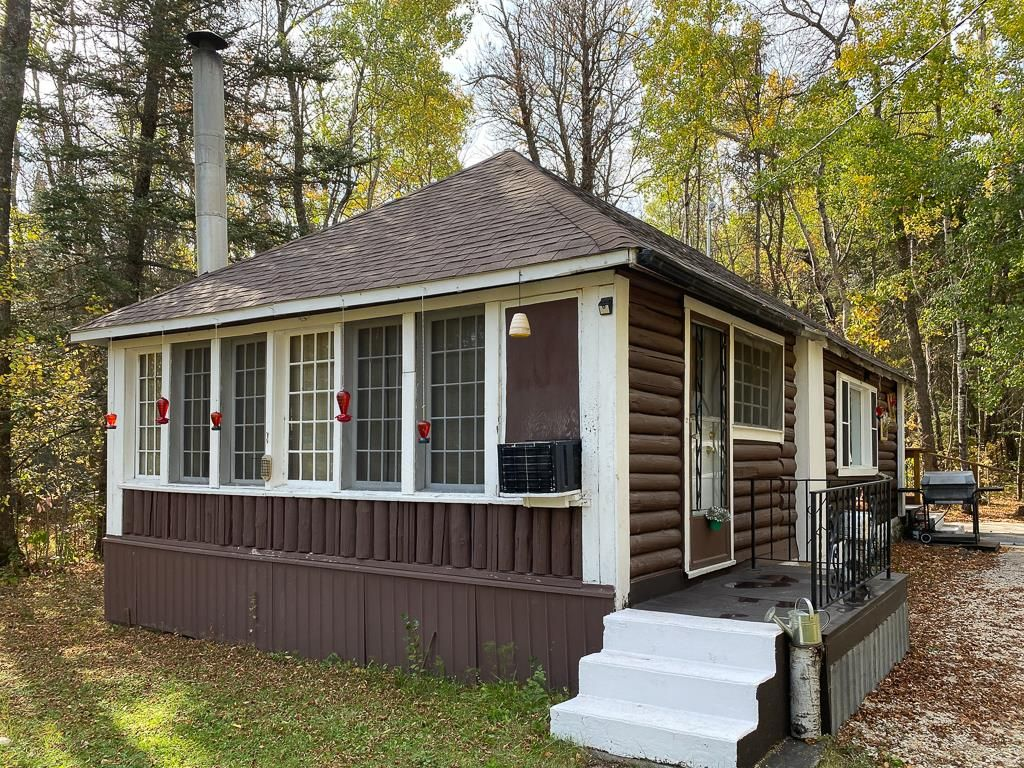 Main Photo: 82 Silverdale Drive: Silver Falls Residential for sale (R28)  : MLS®# 202123981