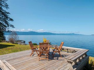 Photo 1: 3941 FRANCIS PENINSULA Road in Madeira Park: Pender Harbour Egmont House for sale (Sunshine Coast)  : MLS®# R2562951