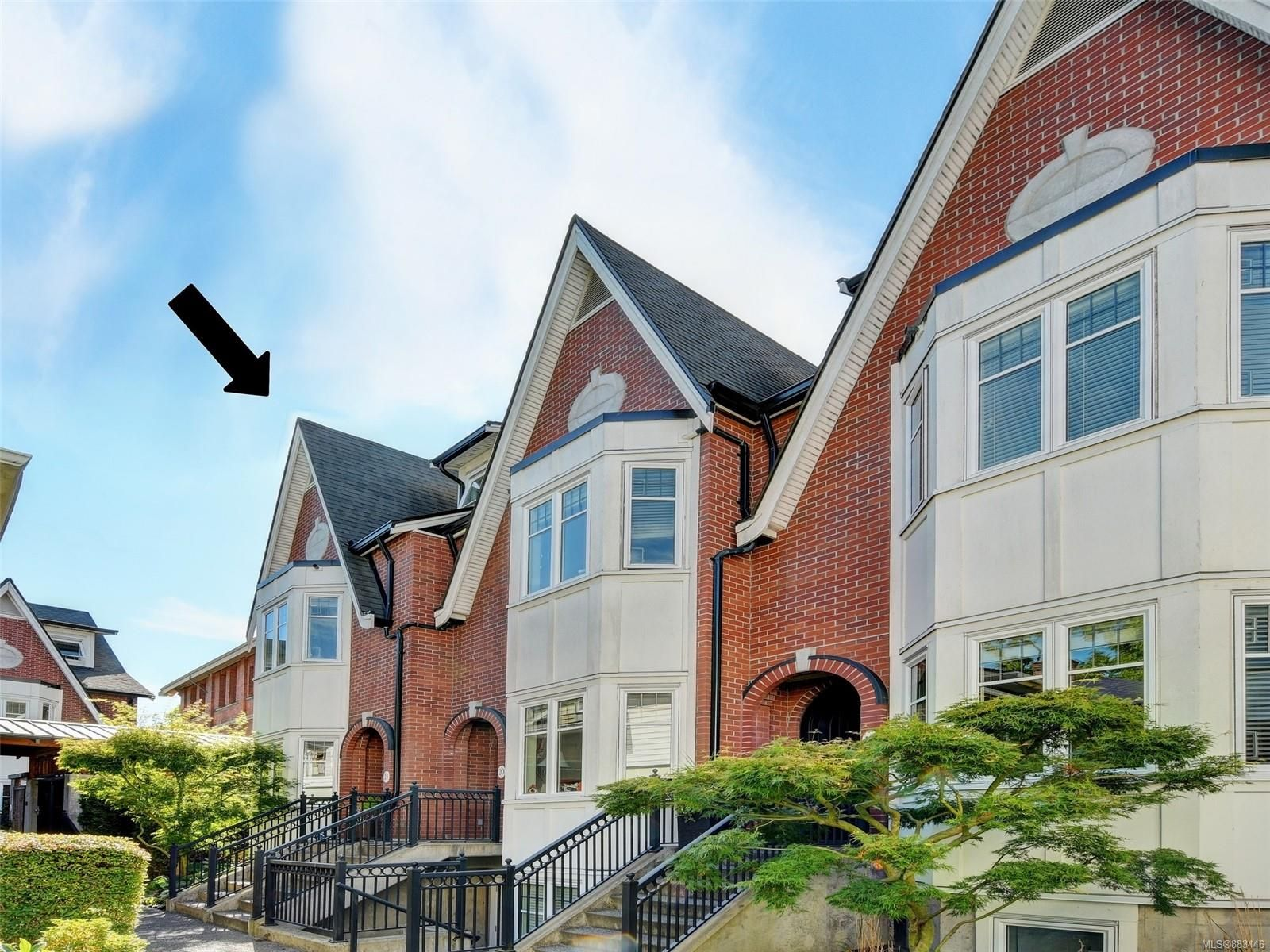 Main Photo: 21 675 Superior St in : Vi James Bay Row/Townhouse for sale (Victoria)  : MLS®# 883446