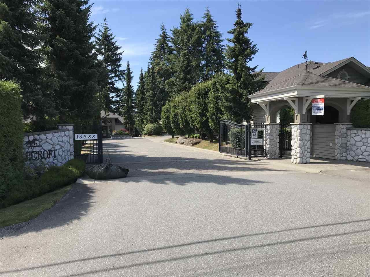 """Main Photo: 22 16888 80 Avenue in Surrey: Fleetwood Tynehead Townhouse for sale in """"Stonecroft"""" : MLS®# R2298673"""
