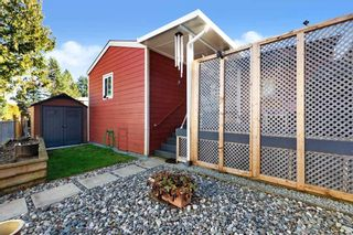 """Photo 18: 19645 PINETREE Lane in Pitt Meadows: Mid Meadows Manufactured Home for sale in """"MEADOWHIGHLANDS"""" : MLS®# R2528246"""