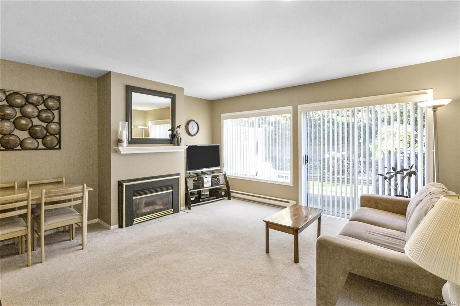 Main Photo: 6076 Lionel Cres in : Na Pleasant Valley Row/Townhouse for sale (Nanaimo)  : MLS®# 851443