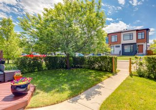 Photo 3: 714 25 Avenue NW in Calgary: Mount Pleasant Semi Detached for sale : MLS®# A1121933