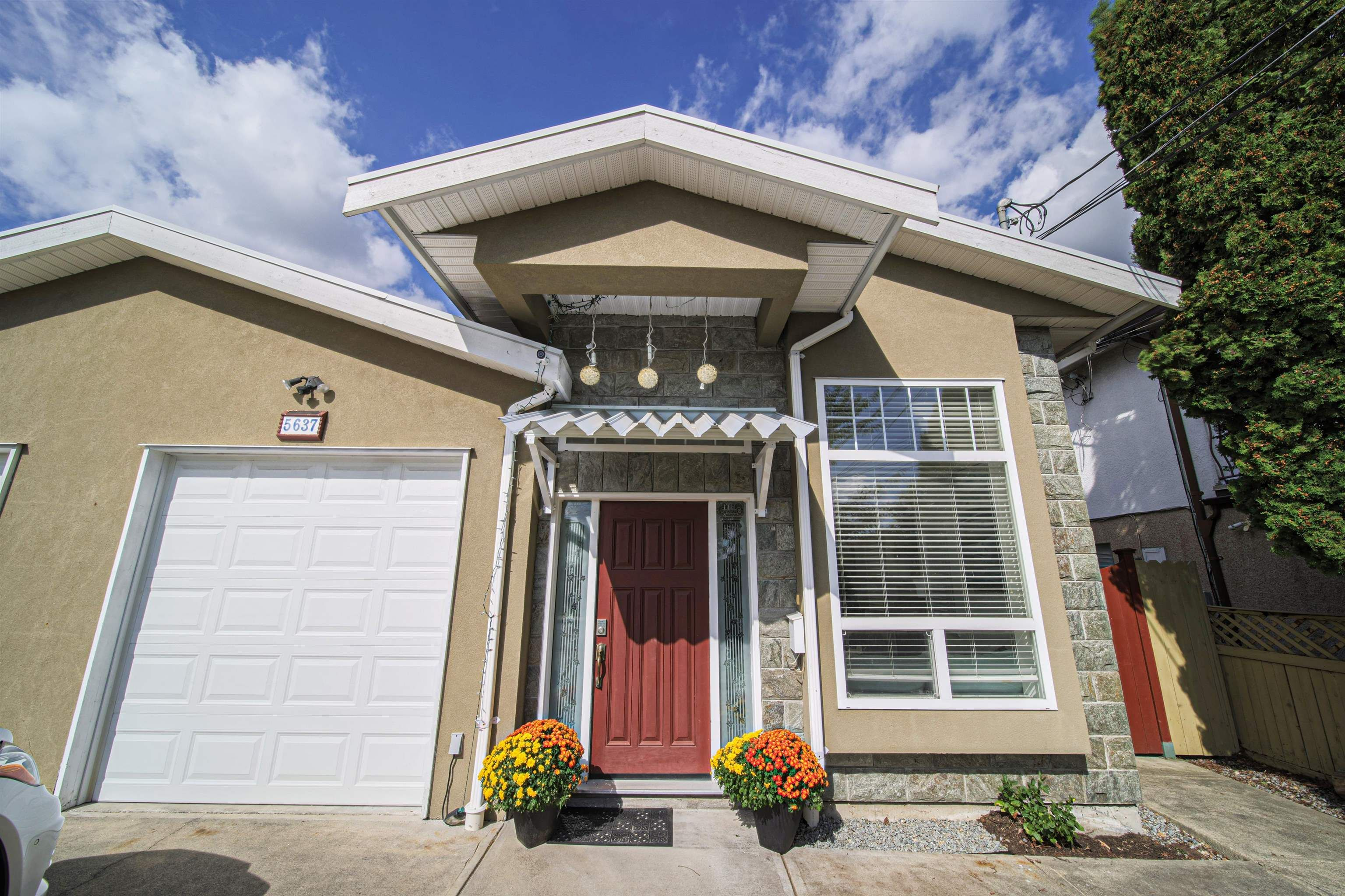 Main Photo: 5637 NEVILLE Street in Burnaby: South Slope 1/2 Duplex for sale (Burnaby South)  : MLS®# R2617929