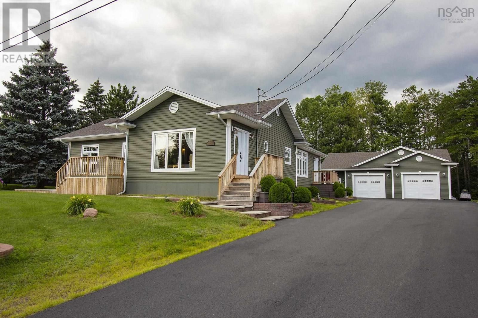 Main Photo: 667 Sunset Avenue in Oxford: House for sale : MLS®# 202120390