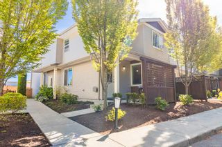 Photo 1: 102 2153 Ridgemont Pl in Nanaimo: Na Diver Lake Row/Townhouse for sale : MLS®# 886321
