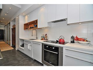 Photo 3: 606 256 2nd Avenue in Vancouver: Mount Pleasant VE Condo for sale (Vancouver East)  : MLS®# V1032140