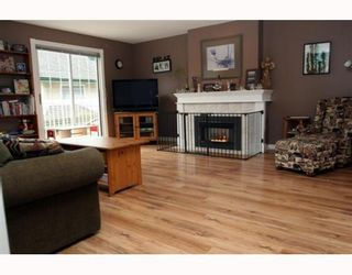 Photo 2: 3 5053 47TH Avenue in Ladner: Ladner Elementary Townhouse for sale : MLS®# V798564
