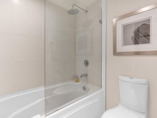 """Photo 24: 801 1383 MARINASIDE Crescent in Vancouver: Yaletown Condo for sale in """"COLUMBUS"""" (Vancouver West)  : MLS®# R2504775"""
