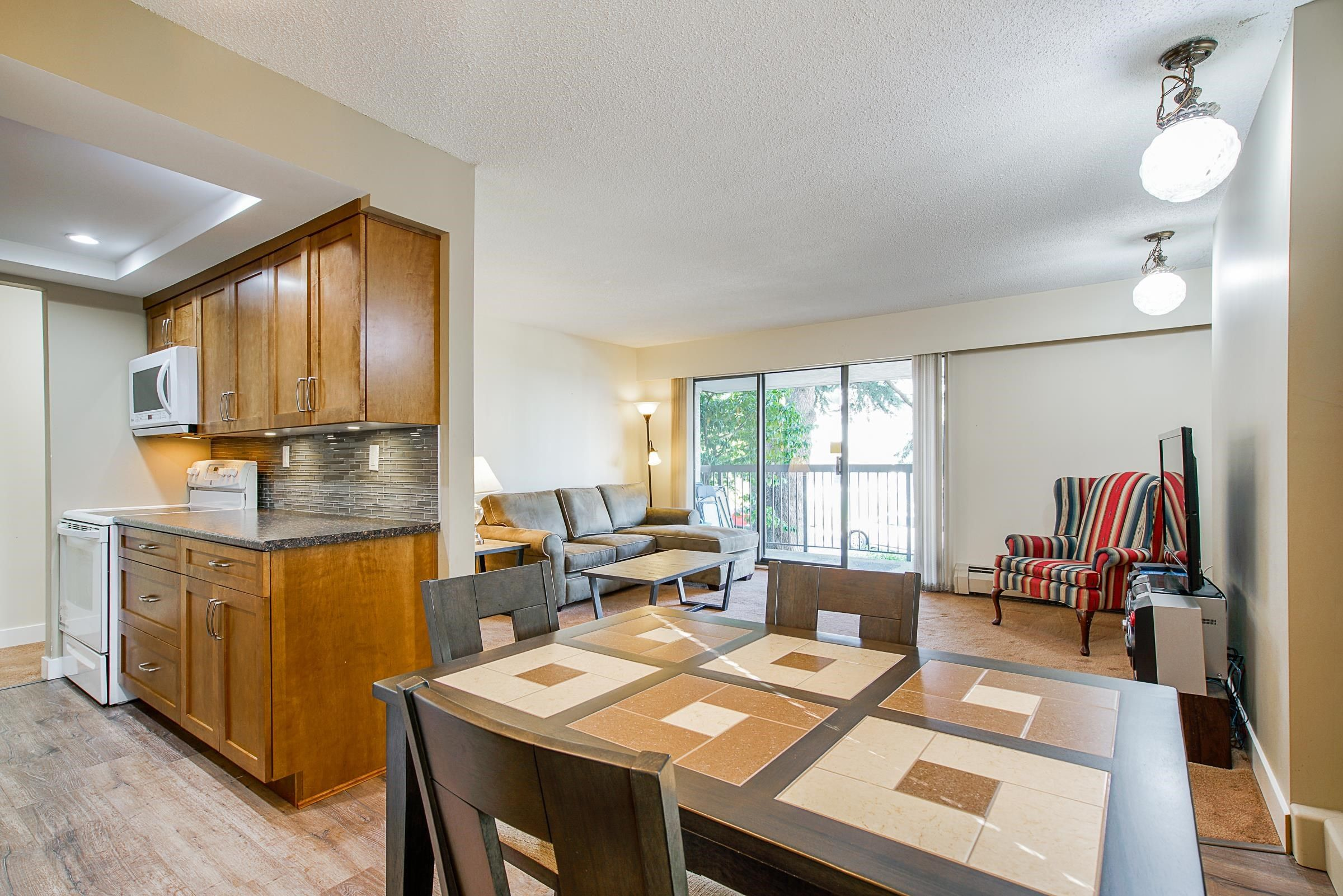 """Main Photo: 106 1025 CORNWALL Street in New Westminster: Uptown NW Condo for sale in """"Cornwall Place"""" : MLS®# R2609850"""