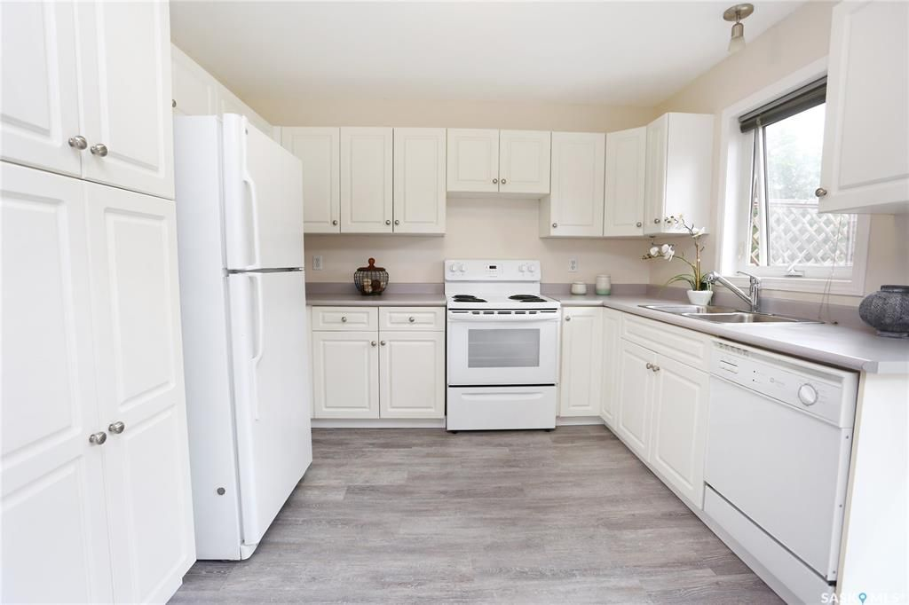 Photo 14: Photos: 131B 113th Street West in Saskatoon: Sutherland Residential for sale : MLS®# SK778904