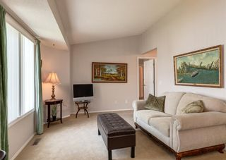 Photo 3: 143 Riverview Point SE in Calgary: Riverbend Row/Townhouse for sale : MLS®# A1129839