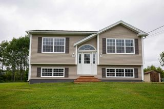 Photo 1: 579 Highway 1 in Mount Uniacke: 105-East Hants/Colchester West Residential for sale (Halifax-Dartmouth)  : MLS®# 202117448