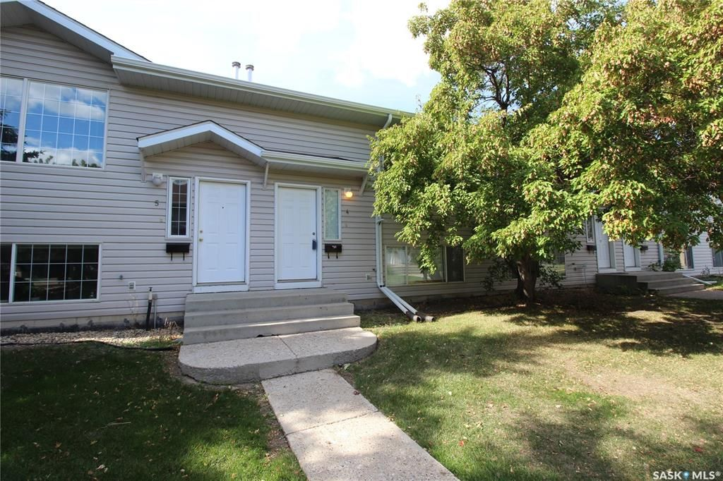 Main Photo: 4 95 115th Street East in Saskatoon: Forest Grove Residential for sale : MLS®# SK870367