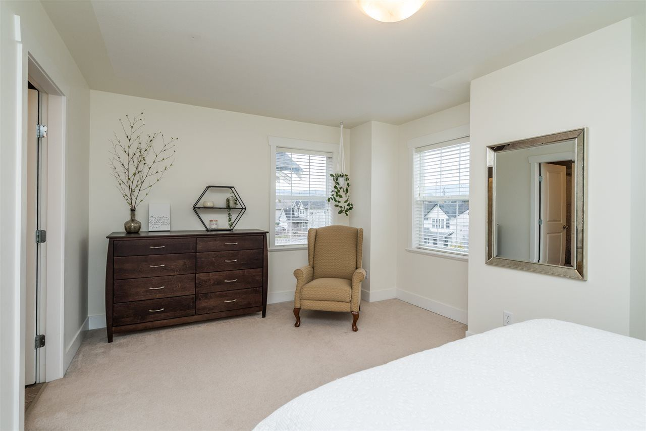 """Photo 19: Photos: 34777 1ST Avenue in Abbotsford: Poplar House for sale in """"Huntingdon Village"""" : MLS®# R2545017"""